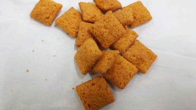 セブンイレブン3種のチーズの風味豊かなチーズインスナック