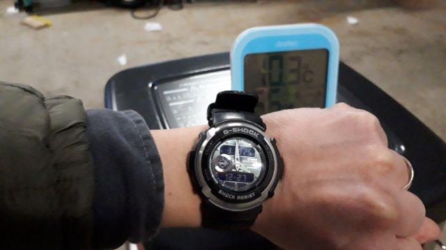 ダイニチブルーヒーターと温度計と時計